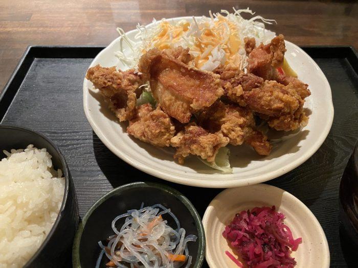 大山 京都ヨドバシ店 の 「唐揚げ定食」と「満腹定食」