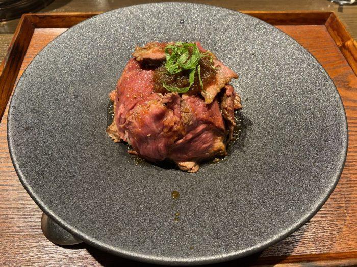 京都肉食堂のステーキ丼とゴリラ丼と炭火バラ焼き重