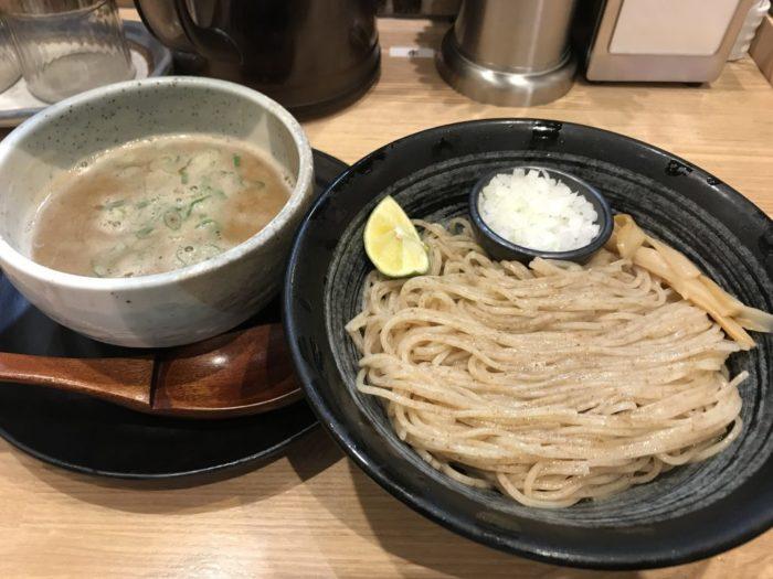 「麺匠たか松」全粒粉自家製麺と濃厚鶏スープのつけ麺