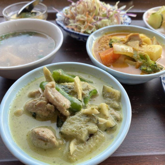 ダブルカレーセットのランチ タイ料理のキンカーオ