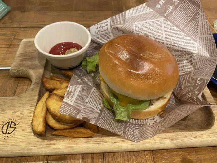 NICK STOCK イオンモールKYOTO の チーズハンバーガー