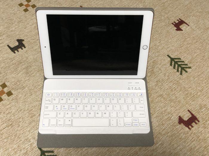 iPad用のスタイラスペンとキーボード付きカバーを購入。